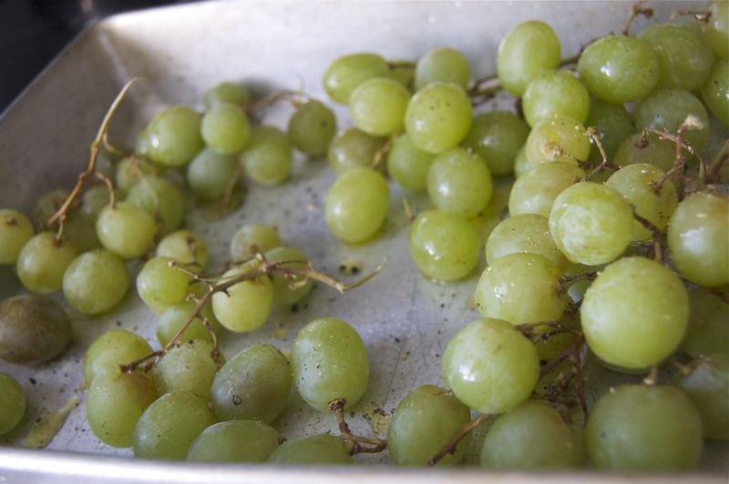 grapes-with-olive-oil